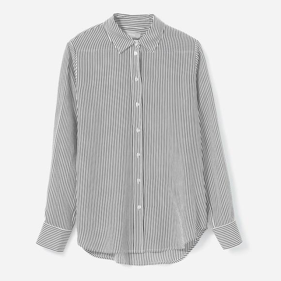20b2e759bcc3 Everlane Tops - EUC Everlane The Clean Silk Relaxed Shirt